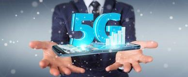 Geschäftsmann unter Verwendung des Netzes 5G mit Wiedergabe des Handys 3D Stockfoto