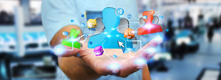 Geschäftsmann unter Verwendung des Sozialen Netzes Lizenzfreie Stockbilder