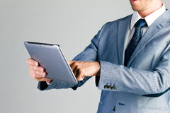 Geschäftsmann unter Verwendung des Tablet-Computers Lizenzfreies Stockfoto