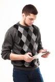 Geschäftsmann unter Verwendung seiner Tablette Lizenzfreies Stockfoto