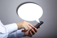 Geschäftsmann Use Smart Phone mit leerer Sprache-Blase Lizenzfreie Stockfotografie