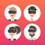 Geschäftsmann-Use Virtual Reality-Webseiten-Konzept Lizenzfreies Stockbild
