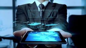 Geschäftsmann Using Hologram Tablet Lizenzfreies Stockbild