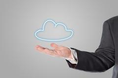 Geschäftsmann, Verkäufer, Wolkensymbol in der Hand Lizenzfreie Stockbilder