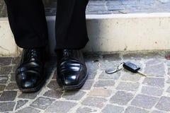 Geschäftsmann verlor den Schlüssel Stockbild