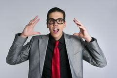 Geschäftsmann verrückt mit lustigen Gläsern und Klage stockbilder