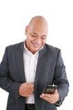 Geschäftsmann-Versenden von SMS-Nachrichten stockbild