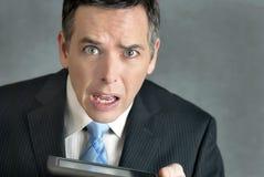 Geschäftsmann verwirrt von Tablet Stockbild