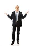 Geschäftsmann in voller Länge in unentschiedener Geste Stockbilder