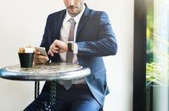 Geschäftsmann-Waiting Coffee Break-Konzept lizenzfreies stockfoto