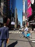 Geschäftsmann Waiting in New York City, NYC, NY, USA Lizenzfreie Stockbilder