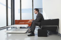 Geschäftsmann In Waiting Room Stockfotos