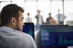 Geschäftsmann-Working Finance Trading-Vorrat-Konzept Lizenzfreie Stockfotografie