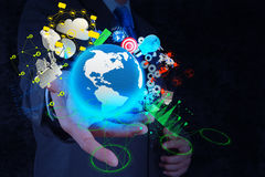 Geschäftsmann zeigt moderne Technologie des Geschäfts Stockbilder