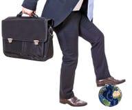 Geschäftsmann zerquetscht Erde Lizenzfreies Stockfoto