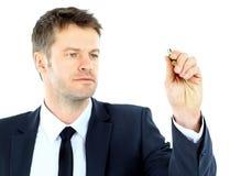 Geschäftsmannabgehobener betrag mit Markierung auf leerem Kopienraum Lizenzfreie Stockfotografie