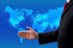 Geschäftsmannangebothändedruck für die Herstellung des Abkommens im globalen Geschäft Lizenzfreie Stockfotografie