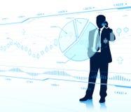 Geschäftsmannblick auf Glasdiagramme. Lizenzfreie Stockbilder