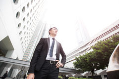 Geschäftsmannblick irgendwo im honkong Lizenzfreie Stockfotos