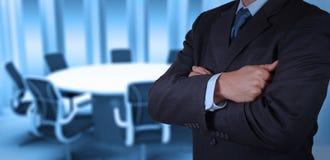 Geschäftsmannerfolg, der mit seiner Chefetage arbeitet lizenzfreie stockfotos