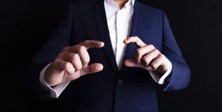 Geschäftsmannfingerschirm zu sagen stockfotos