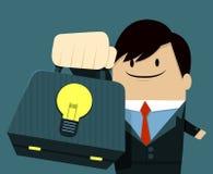 Geschäftsmanngesichtslächeln und Zeigen der Tasche-Licht-Birne Stockbilder