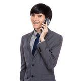 Geschäftsmanngespräch zum Handy Stockbilder