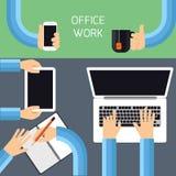 Geschäftsmannhände mit verschiedenen Bürotätigkeiten Lizenzfreie Stockfotografie