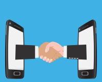 Geschäftsmannhändedruck auf Smartphone Lizenzfreies Stockfoto