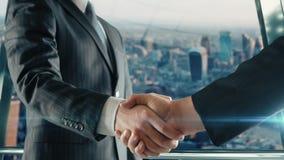 Geschäftsmannhändeschütteln bei der wichtigen Sitzung in Version Londons zweite stock video