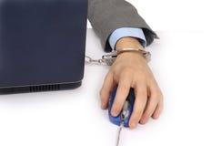 Geschäftsmannhand auf Computer Lizenzfreie Stockfotos