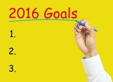 Geschäftsmannhand, die das Konzept mit 2016 Zielen zeichnet Lizenzfreie Stockfotos