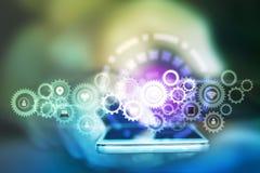 Geschäftsmannhand, die intelligentes Telefon mit Gängen Ikone, abstraktes Technologieinternet von Sachen und Social Media hält Stockfoto