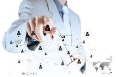 Geschäftsmannhand, die mit Sozialne der neuen modernen Computerschau arbeitet Lizenzfreie Stockfotos