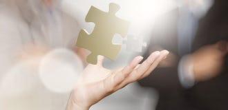 Geschäftsmannhand, die Partnerschaftszeichen zeigt Stockfotografie