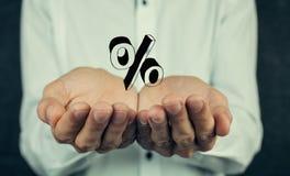Geschäftsmannhand, die Prozentzeichen zeigt Lizenzfreies Stockfoto