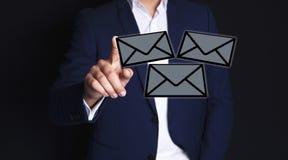 Geschäftsmannhand-sms stock abbildung