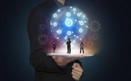 Geschäftsmannhandgriffteamwork vorhanden auf Tablette Lizenzfreies Stockbild
