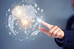 Geschäftsmannhandtelefon mit virtuellen Social Media-Knöpfen Lizenzfreies Stockfoto