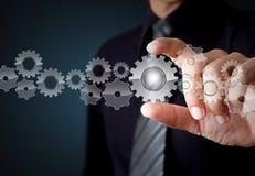 Geschäftsmannhandvitrinegang zum Erfolg als Konzept stockfoto