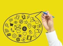 Geschäftsmannhandzeichnungs-Social Media-Konzept lizenzfreies stockfoto