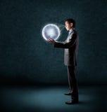 Geschäftsmannholding-Planetenerde Lizenzfreie Stockbilder