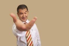 Geschäftsmannkonzeptangebot-Handhilfe Stockfotos