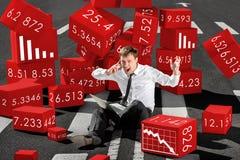 Geschäftsmannmakler entsetzte über Einsturz von Aktien auf der Aktie Lizenzfreie Stockfotografie