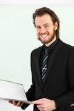 Geschäftsmannnahaufnahme mit Klemmbrett Lizenzfreie Stockfotografie
