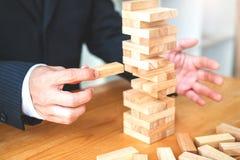 Geschäftsmannplan und -strategie in Geschäft Domino-Effekt Leadersh stockfotos