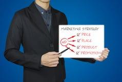 Geschäftsmannpunkt mit Federzeichnungsdiagrammmarketingstrategie Stockfoto