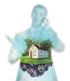 Geschäftsmannschattenbild mit Haus Stockfotografie