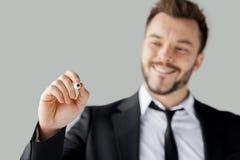 Geschäftsmannschreiben auf transparentem Abwischenbrett. stockbild