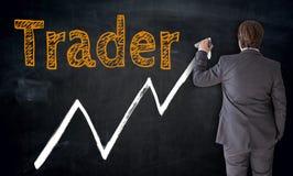 Geschäftsmannschreibenshändler auf Tafelkonzept lizenzfreie stockfotografie